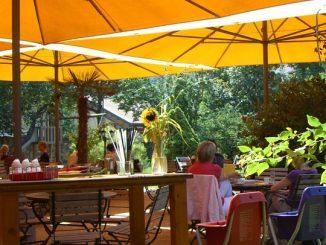 голям градински чадър